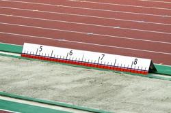Измеритель дистанции прыжка в длину.